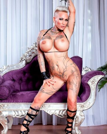 Kitty Core Tatuada Agresiva Máquina Follar Alemana