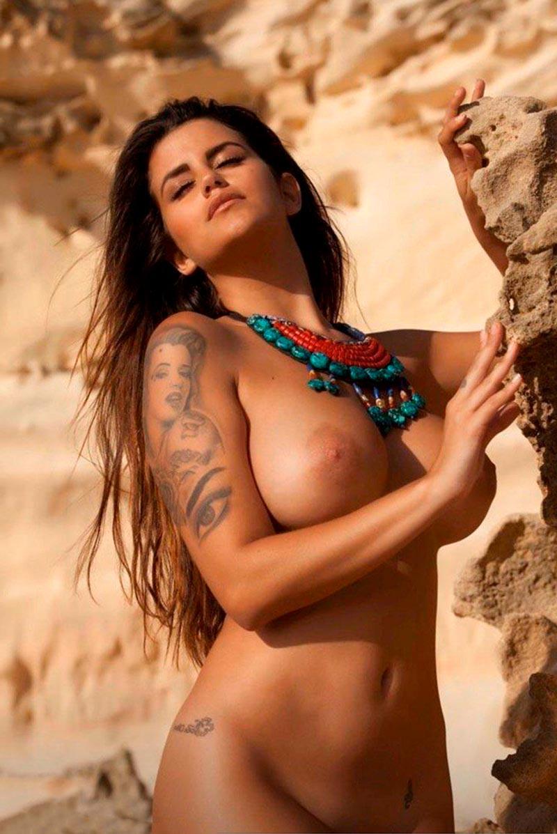 Lola Ortiz Tetas Grandes Posado