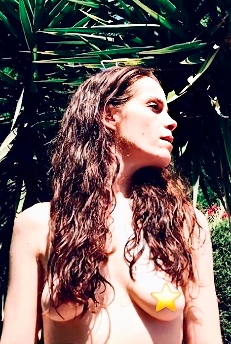 Nuria Gago Topless Censurado Instagram 2