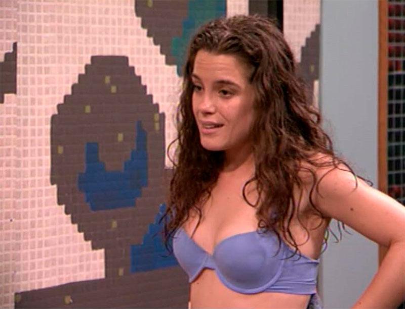 Nuria Gago Sujetador Serie Antena3 Adorables Vecinos 2