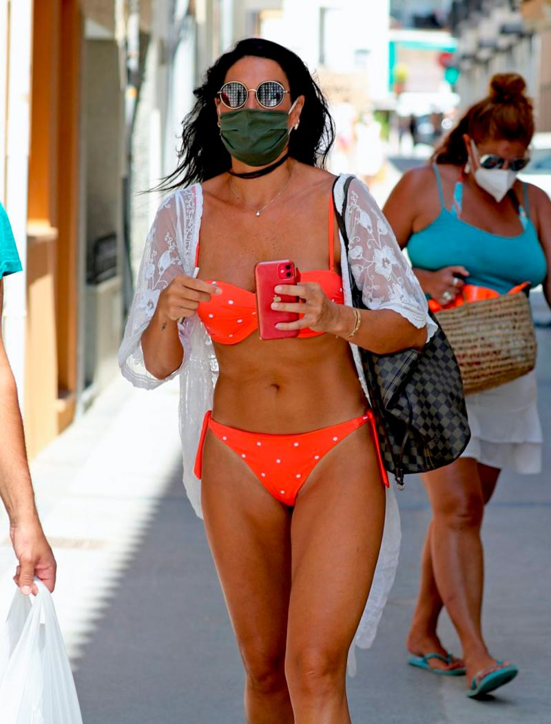 Verónica Hidalgo Fotos Playa Bikini Naranja 10