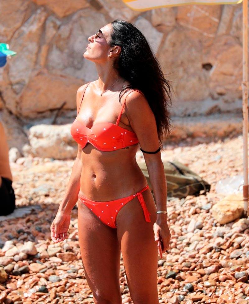 Verónica Hidalgo Fotos Playa Bikini Naranja 4