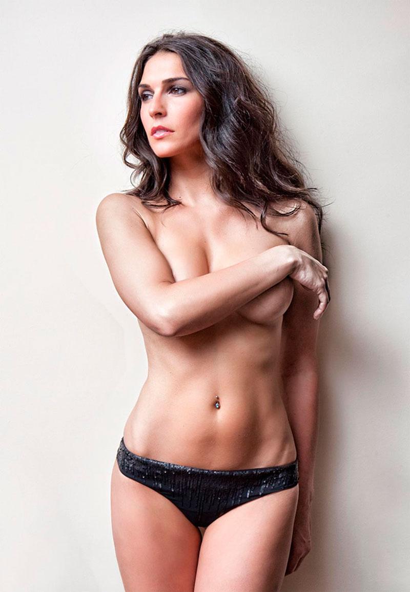 Verónica Hidalgo Topless Semidesnuda Revista Primera Línea