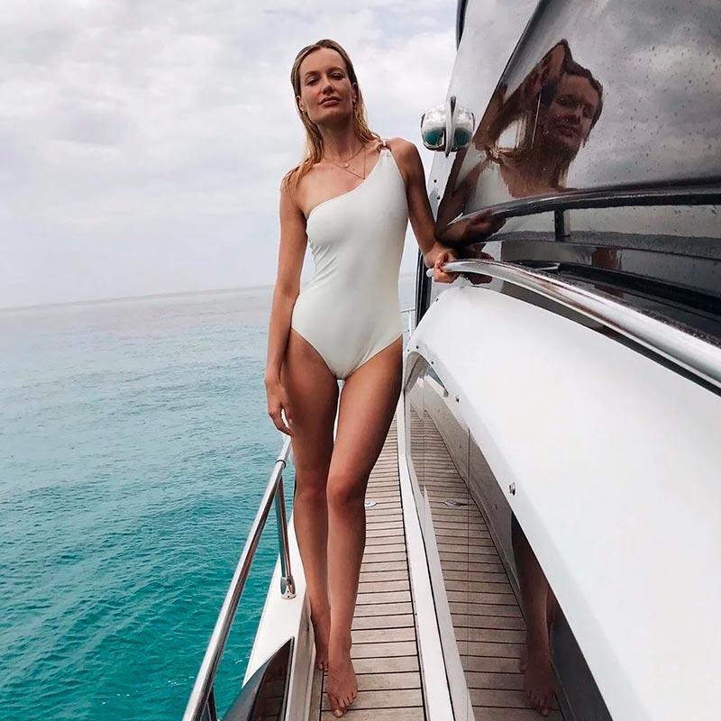 Renata Zanchi Cameltoe Posado Bañador Yate