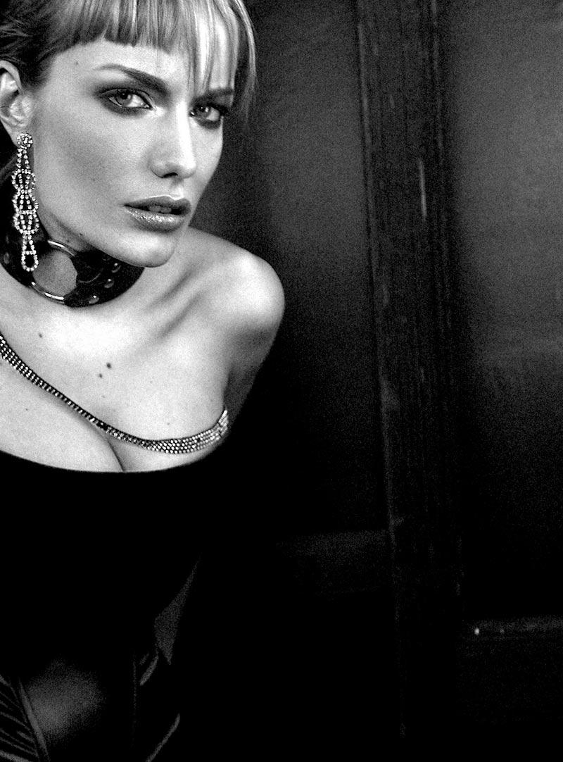 Renata Zanchi Posado Sin Ropa Revista Moda 2