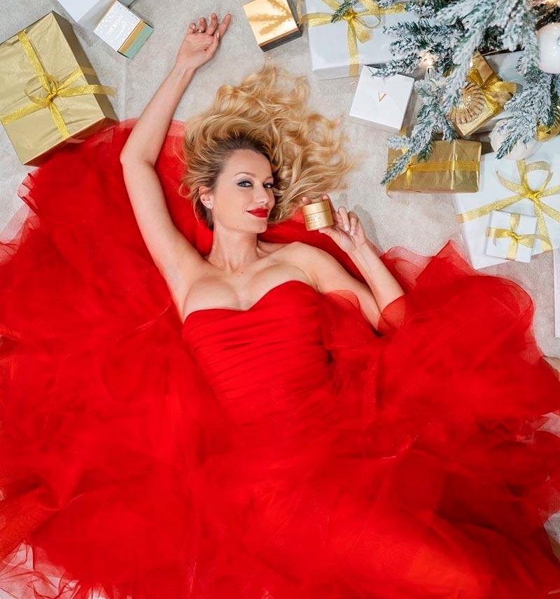 Renata Zanchi Vestido Rojo Sexy